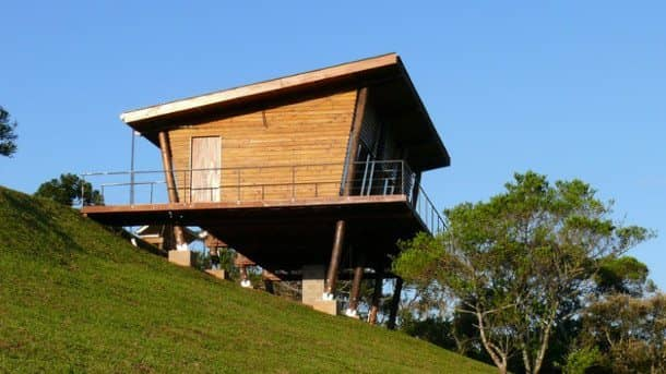 Refugio eucaliptus construido sobre 8 soportes de madera forestal maderero - Refugios de madera prefabricados ...